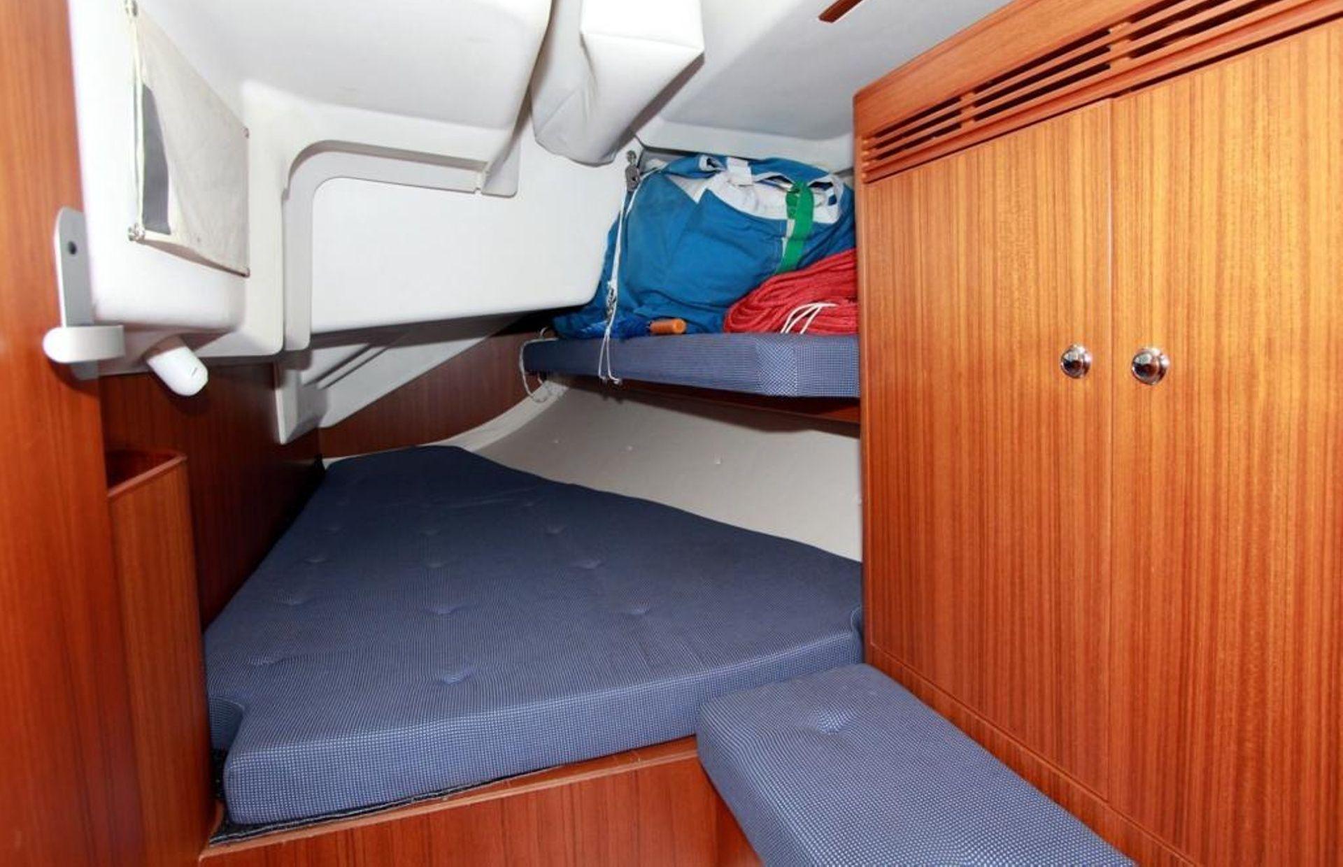 https://media.insailing.com/boat/omani/image_1581533173373.jpg