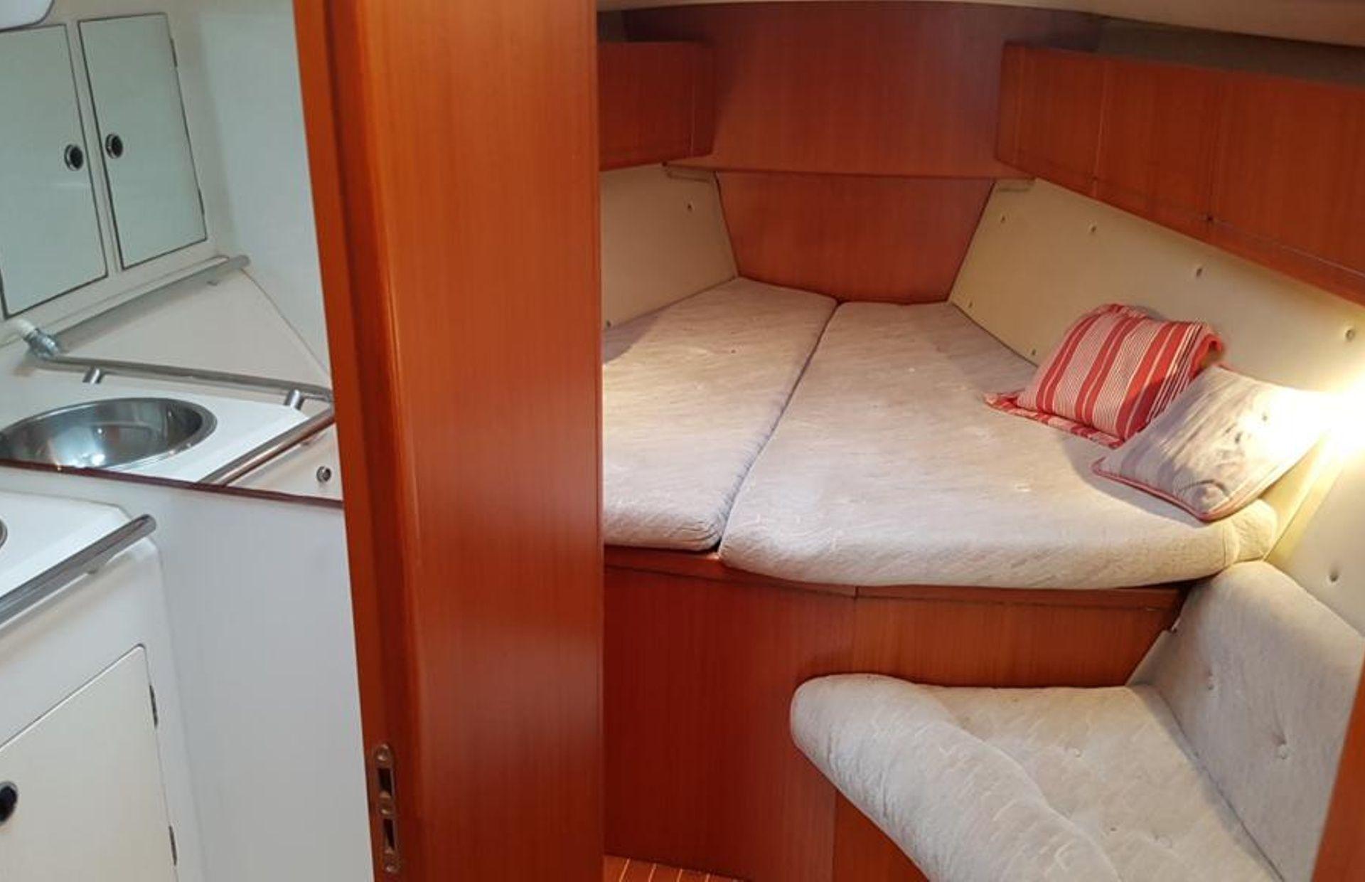 https://media.insailing.com/boat/omani/image_1581533173374.jpg