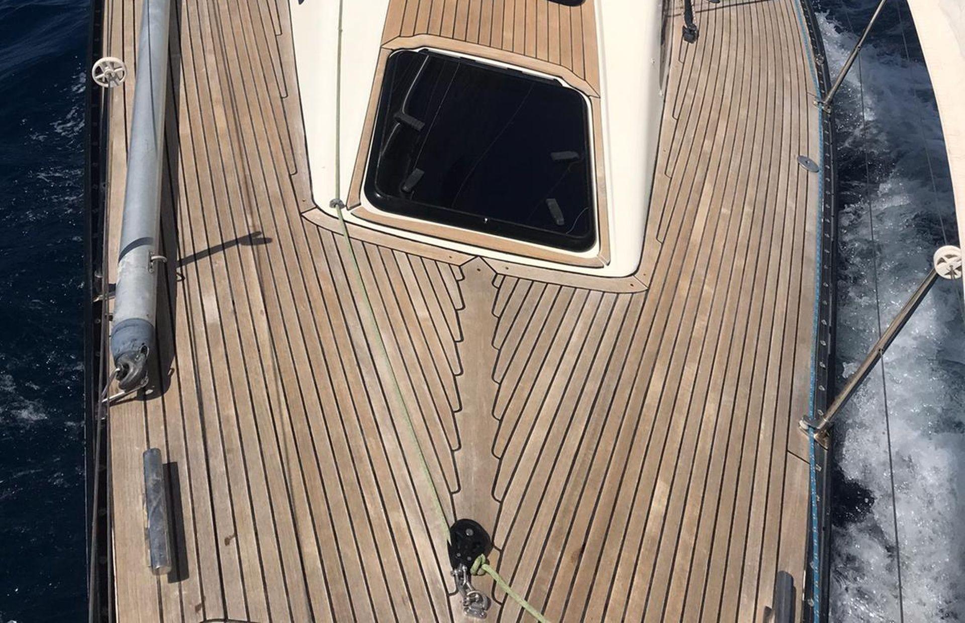 https://media.insailing.com/boat/omani/image_1581533173380.jpg