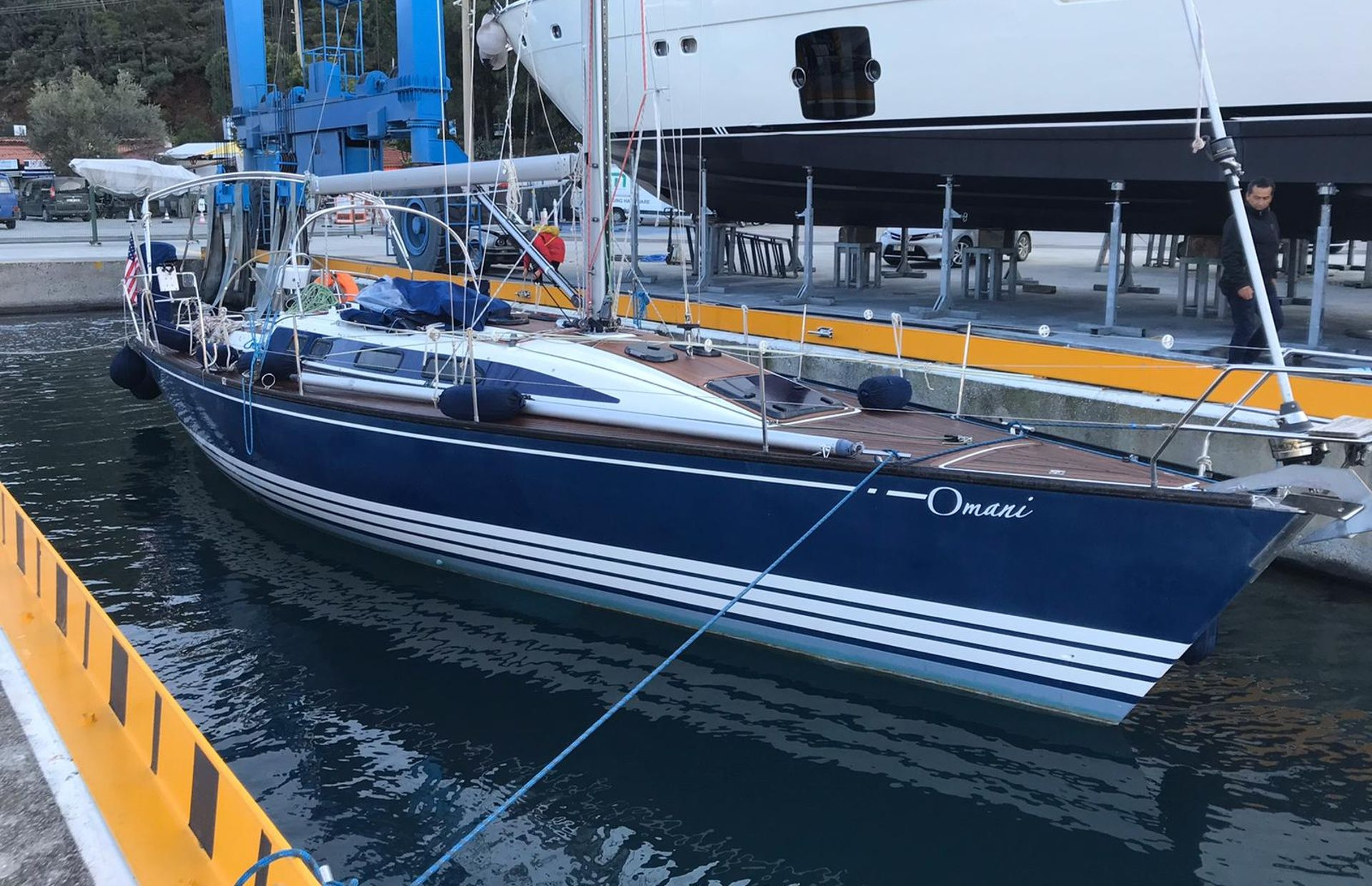 https://media.insailing.com/boat/omani/image_1581533173381.jpg