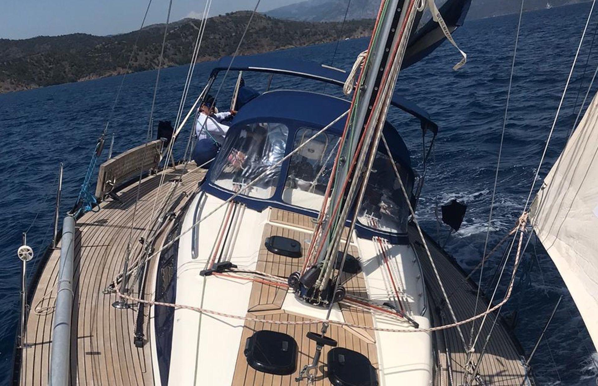 https://media.insailing.com/boat/omani/image_1581533173390.jpg