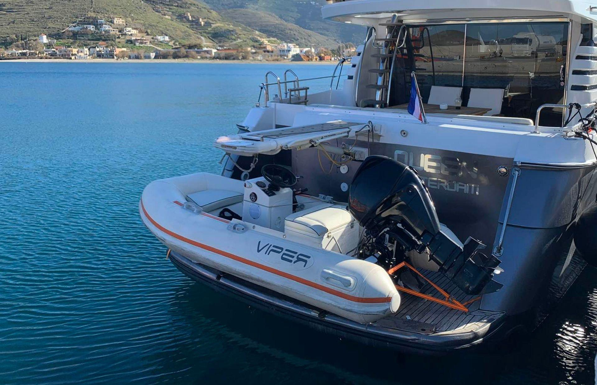 https://media.insailing.com/boat/queen-yacht/image_1582480077321.jpg