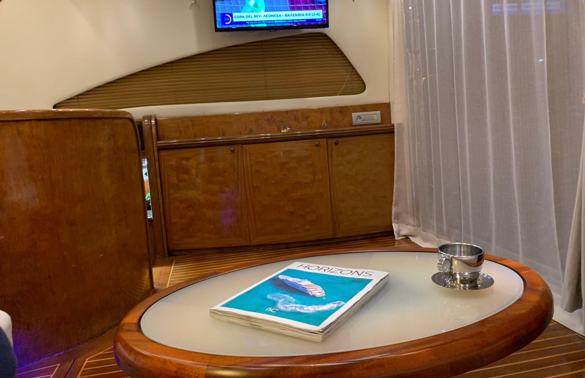 https://media.insailing.com/boat/queen-yacht/image_1582480077330.jpg