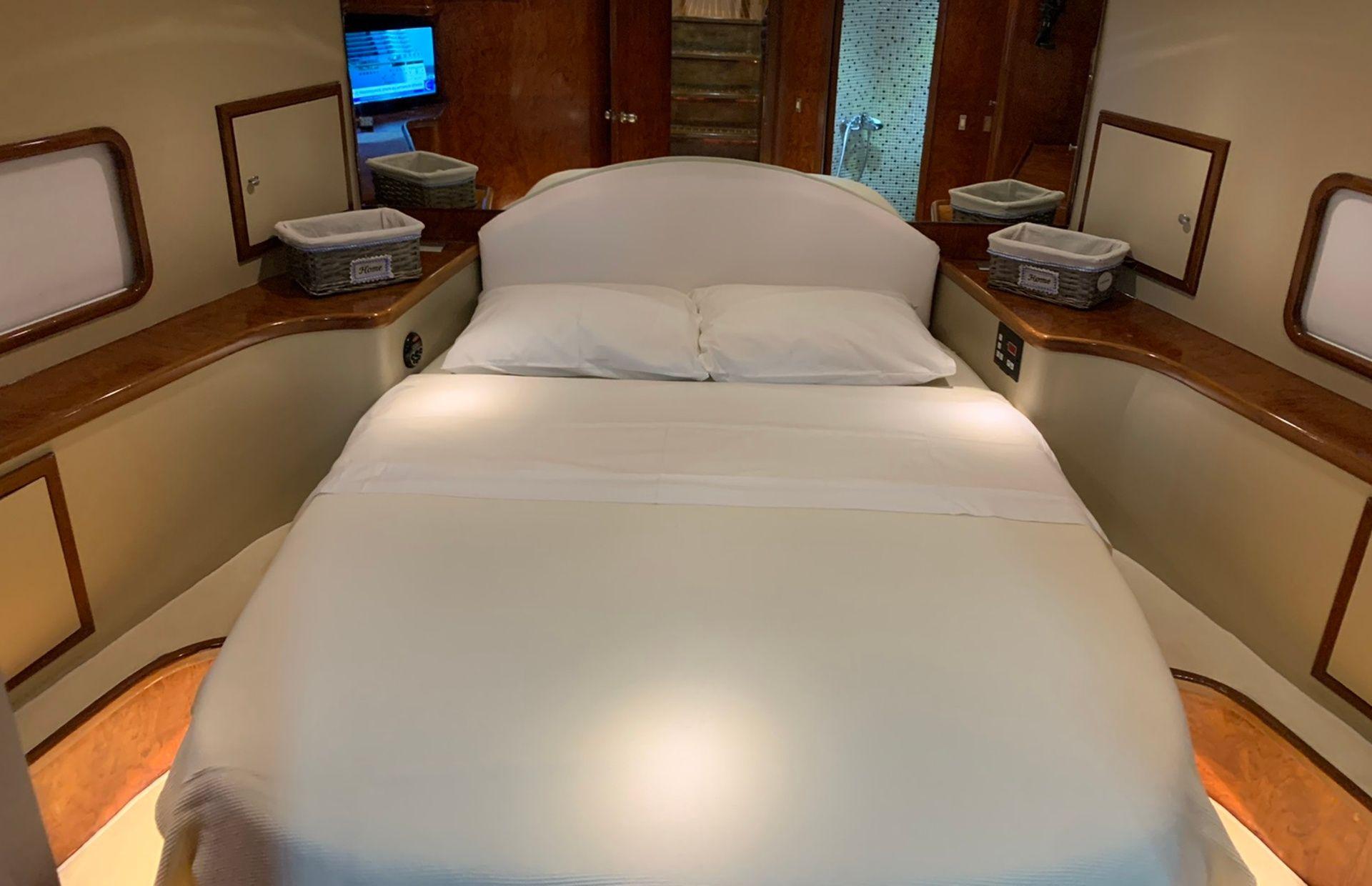 https://media.insailing.com/boat/queen-yacht/image_1582480077334.jpg