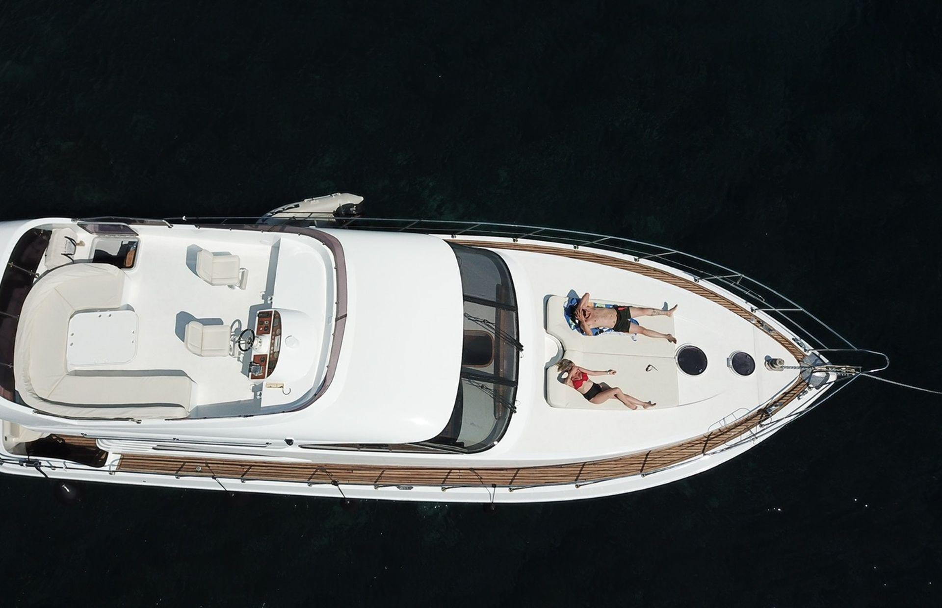 https://media.insailing.com/boat/queen-yacht/image_1582480077336.jpg