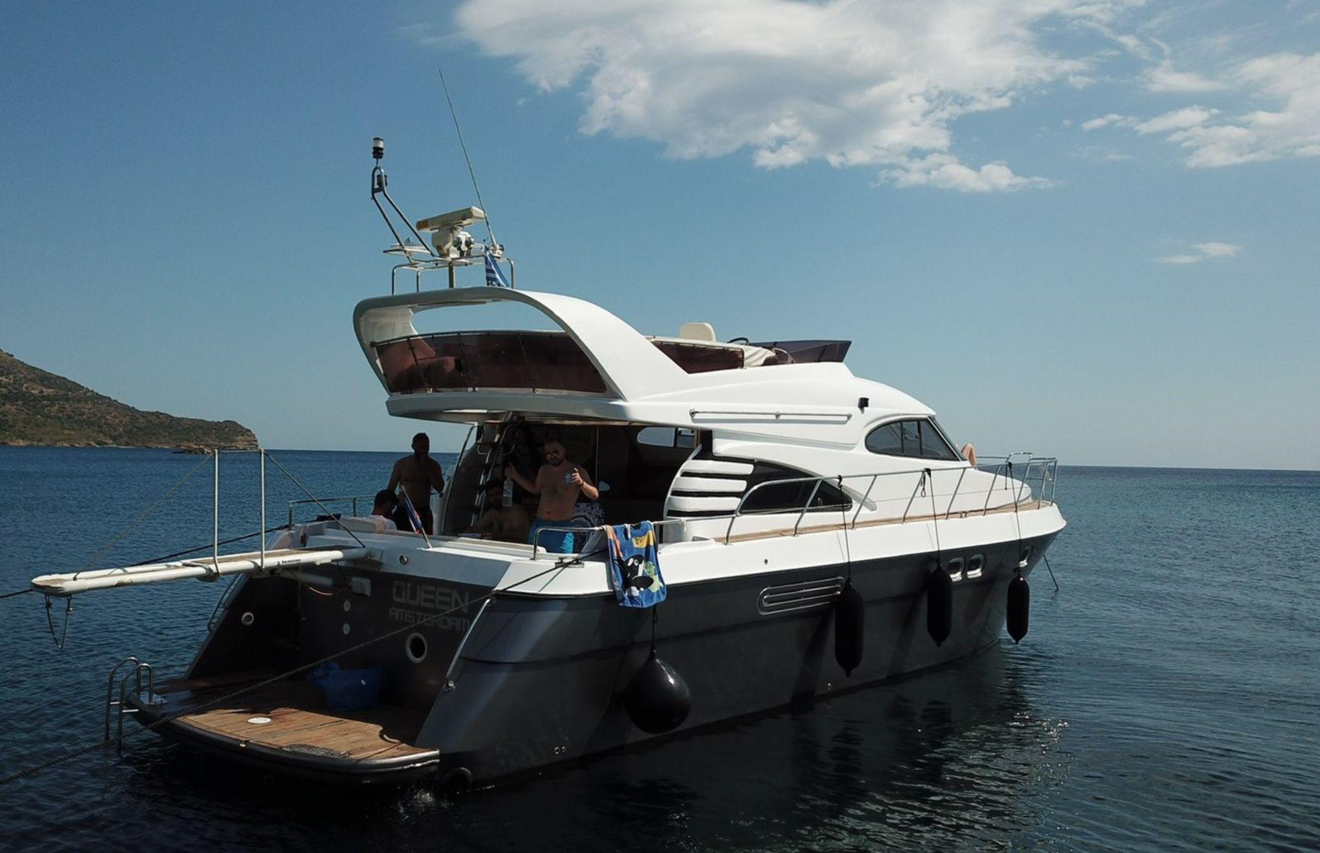 https://media.insailing.com/boat/queen-yacht/image_1582480077337.jpg