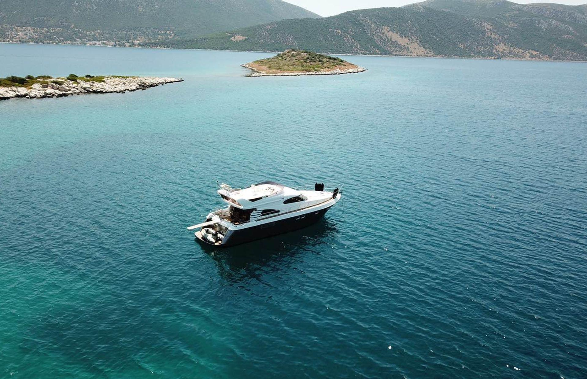 https://media.insailing.com/boat/queen-yacht/image_1582480077338.jpg