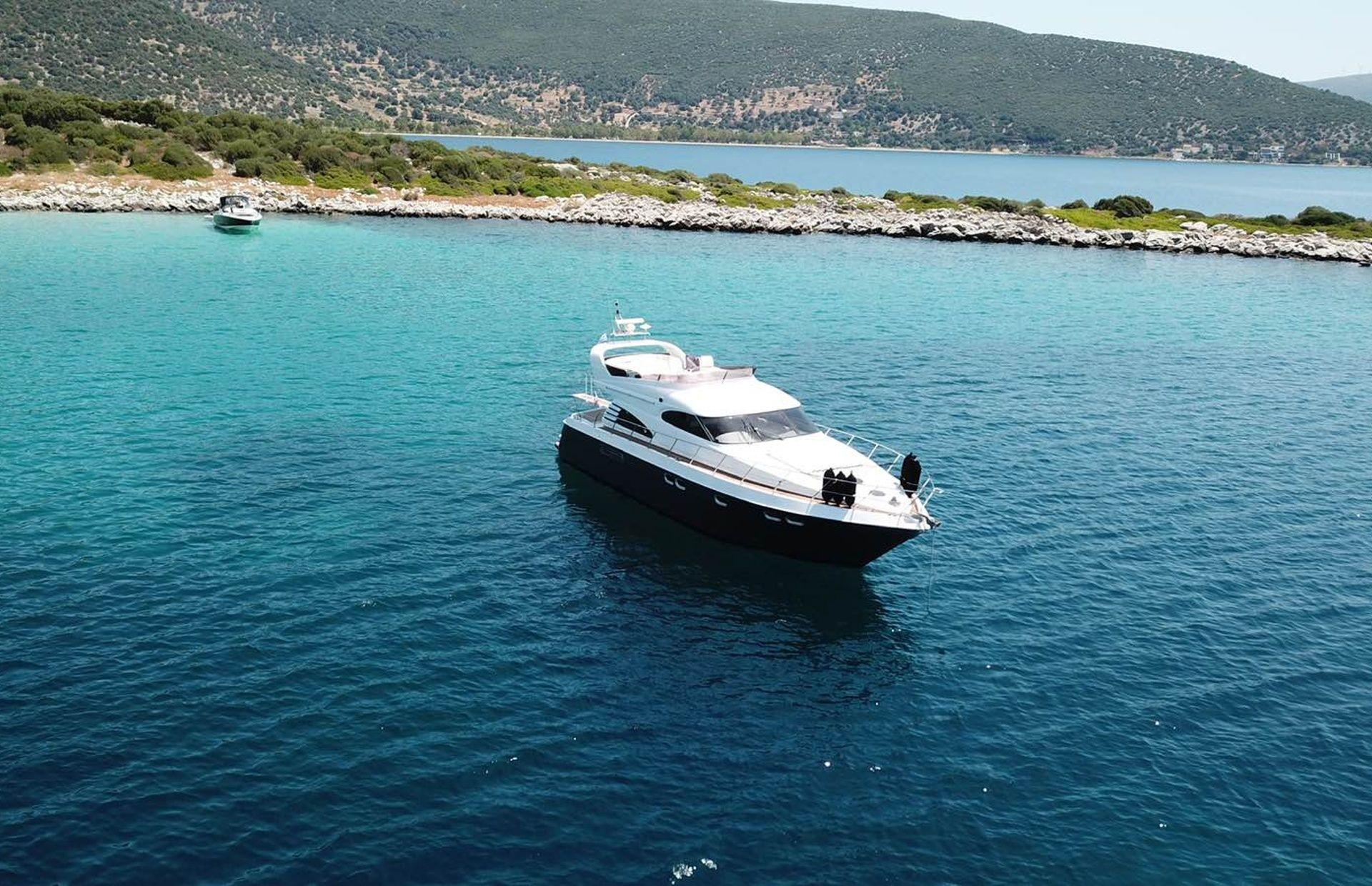 https://media.insailing.com/boat/queen-yacht/image_1582480077339.jpg