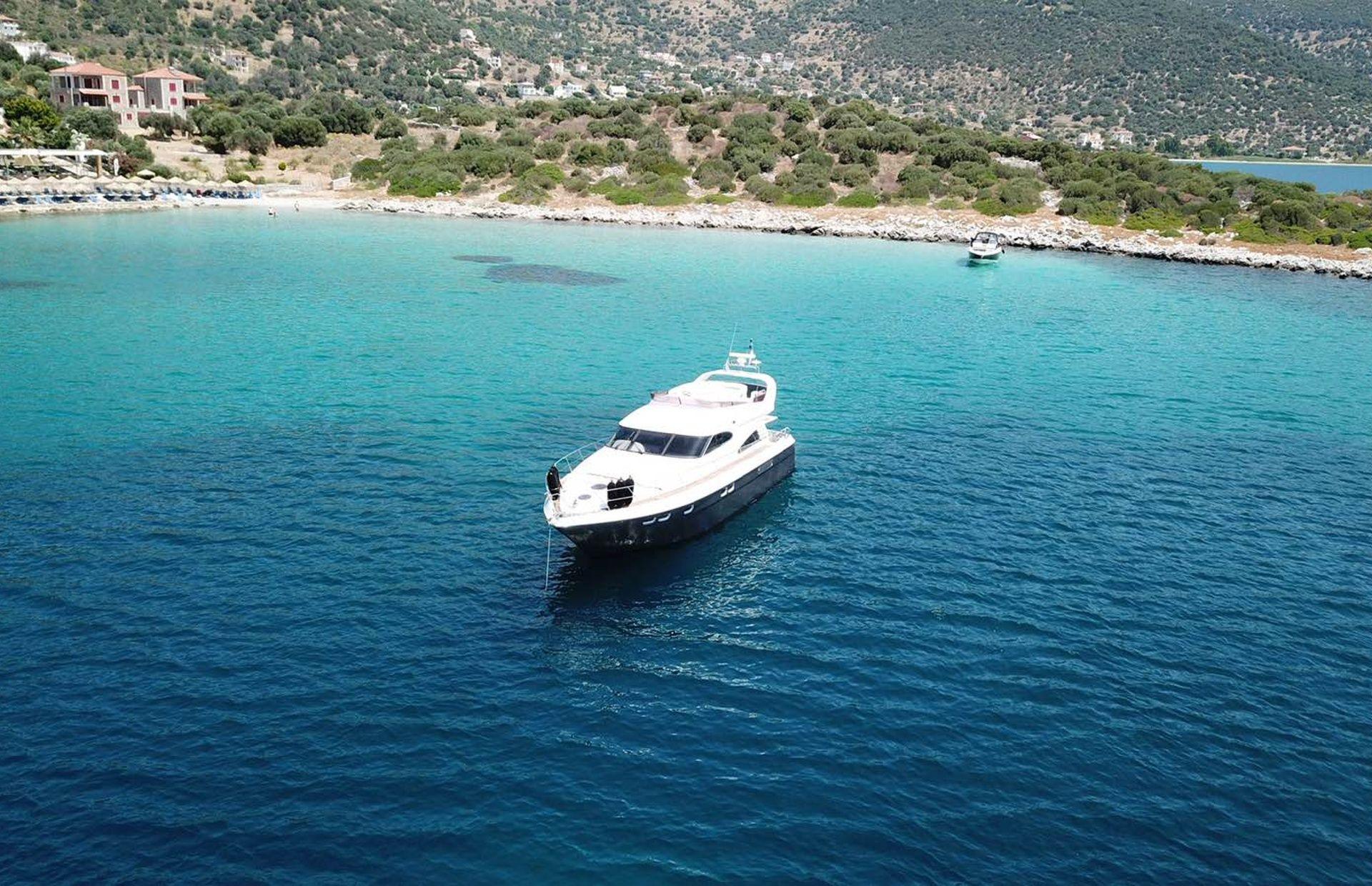 https://media.insailing.com/boat/queen-yacht/image_1582480077340.jpg
