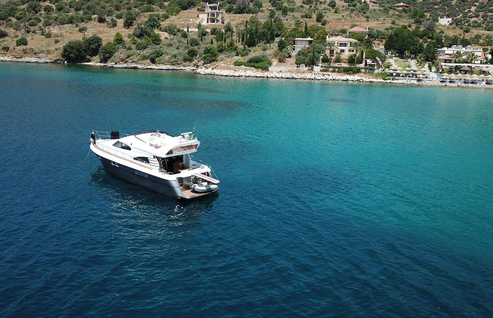 https://media.insailing.com/boat/queen-yacht/image_1582480077341.jpg