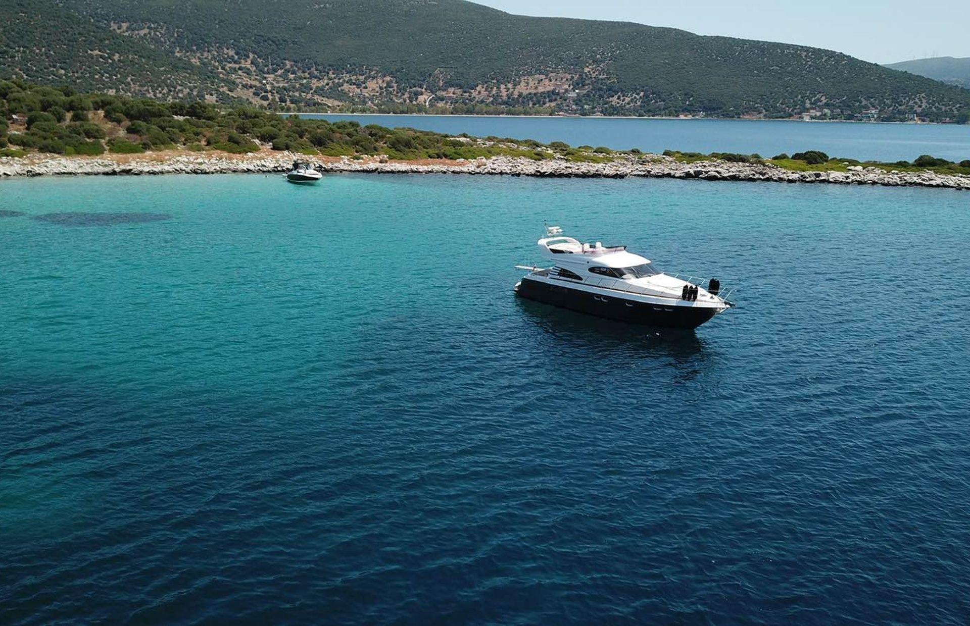 https://media.insailing.com/boat/queen-yacht/image_1582480077343.jpg