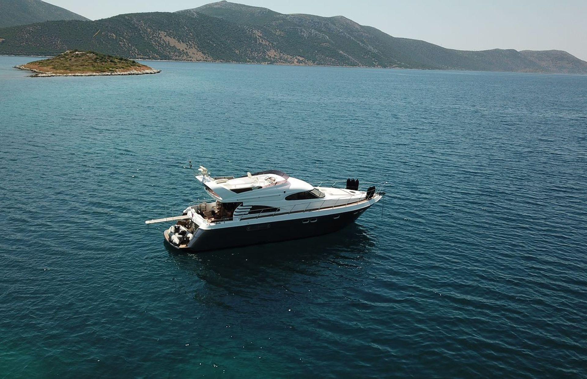 https://media.insailing.com/boat/queen-yacht/image_1582480077344.jpg
