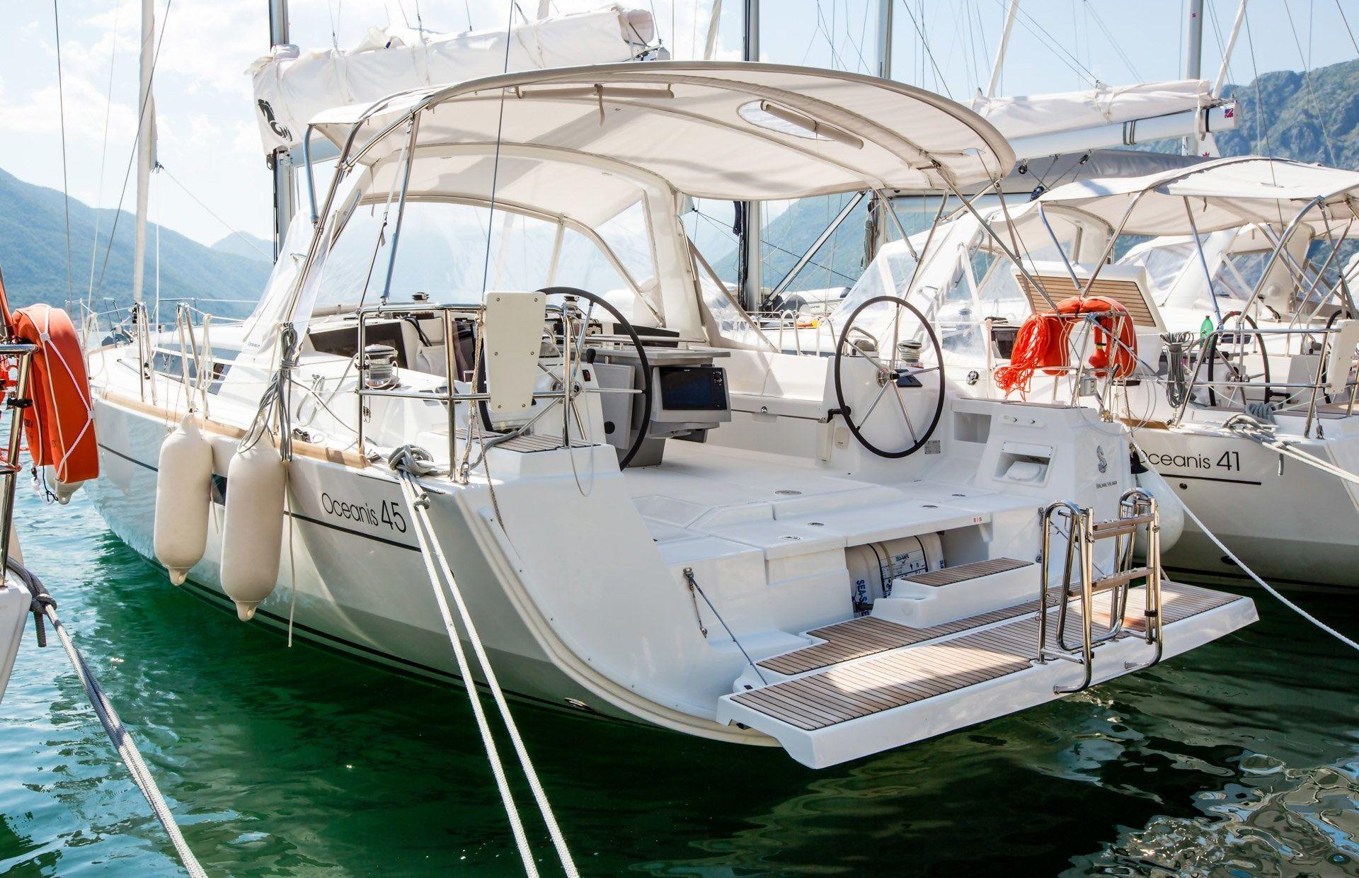 https://media.insailing.com/boat/rumba/image_1588250241514.jpg