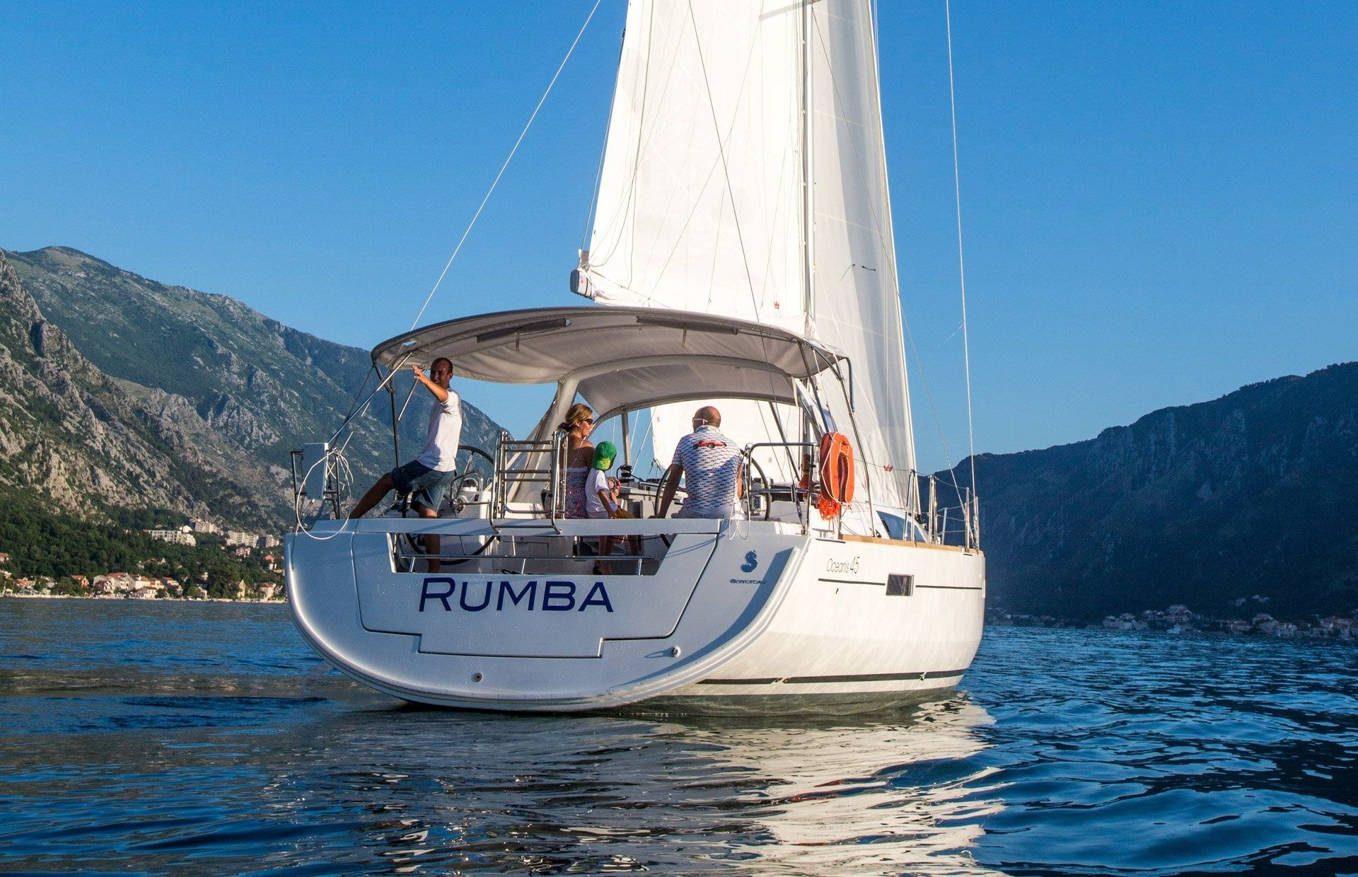 https://media.insailing.com/boat/rumba/image_1588250241515.jpg