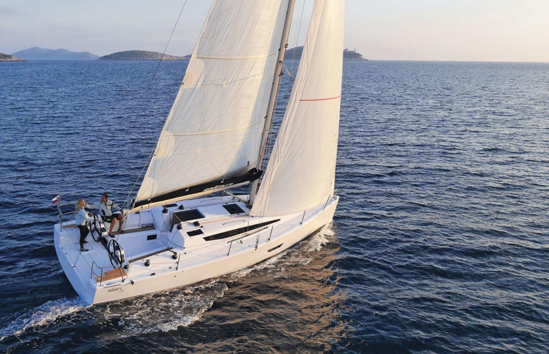 https://media.insailing.com/boat/sailing-yacht/image_1582636395576.jpg