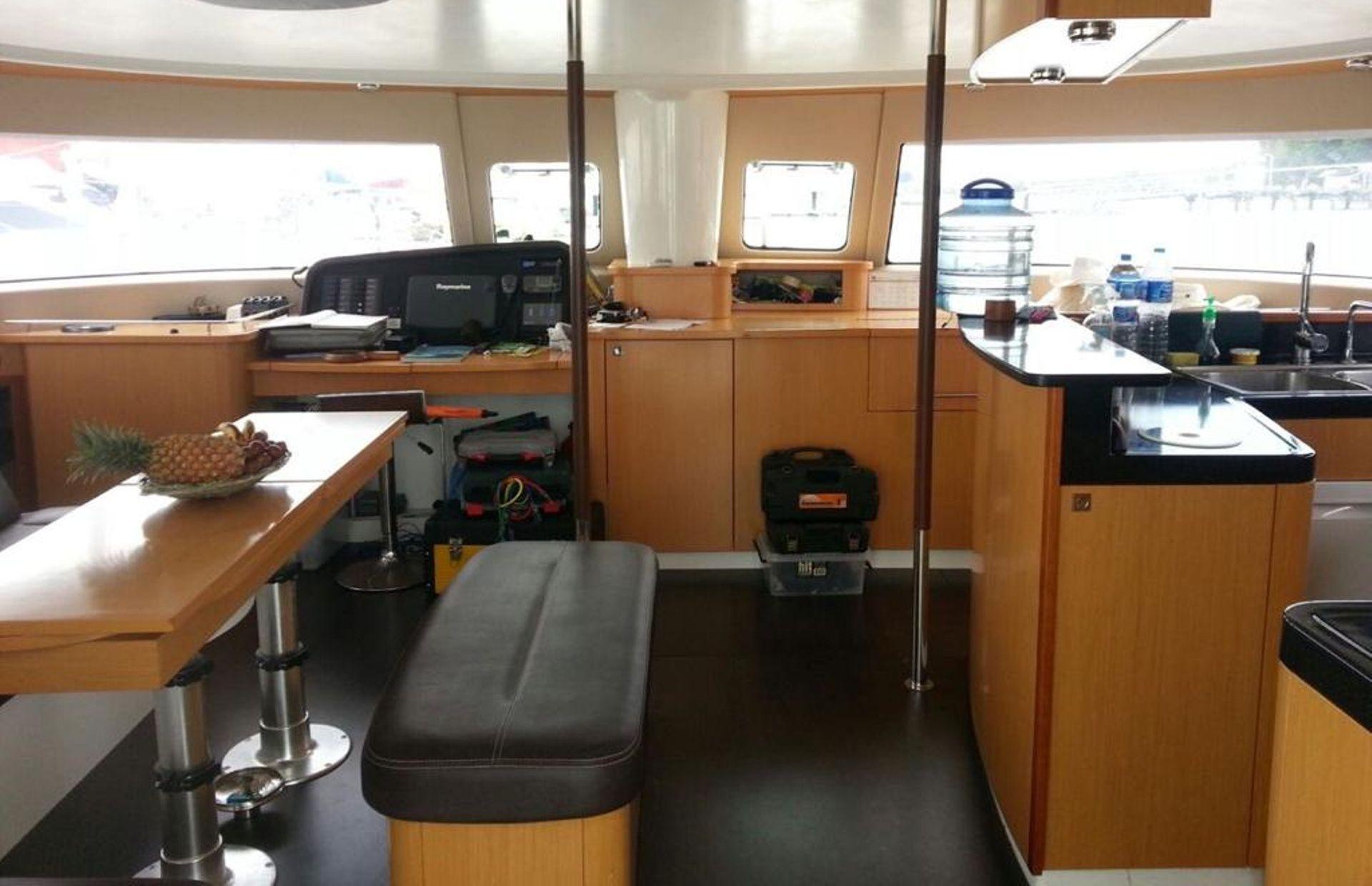 https://media.insailing.com/boat/salina-48/image_1573200743270.jpg