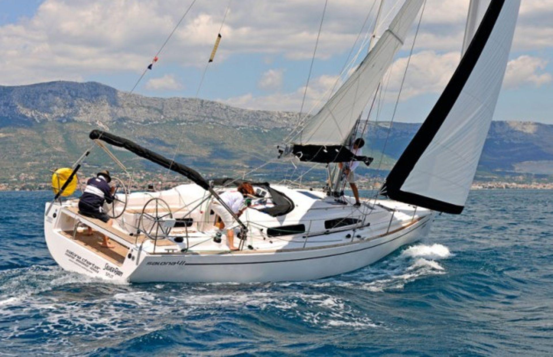 https://media.insailing.com/boat/salona-41/image_1570453088608.jpg