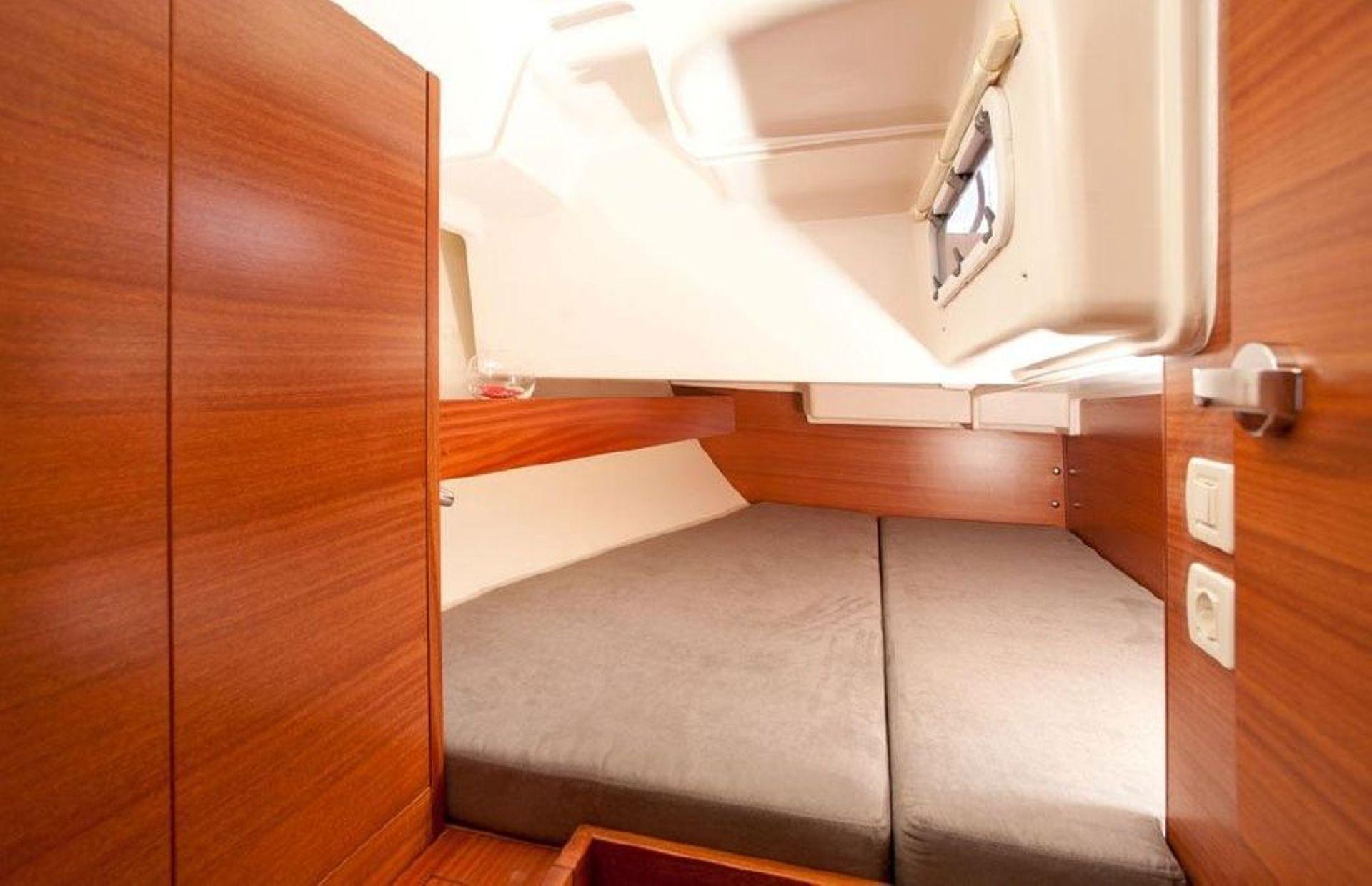 https://media.insailing.com/boat/salona-41/image_1570453088613.jpg