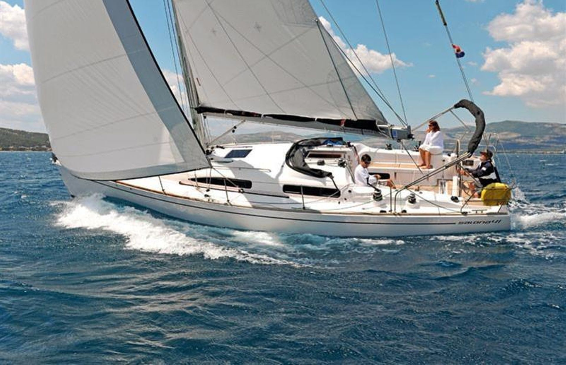 https://media.insailing.com/boat/salona/image_1565179599613.jpg