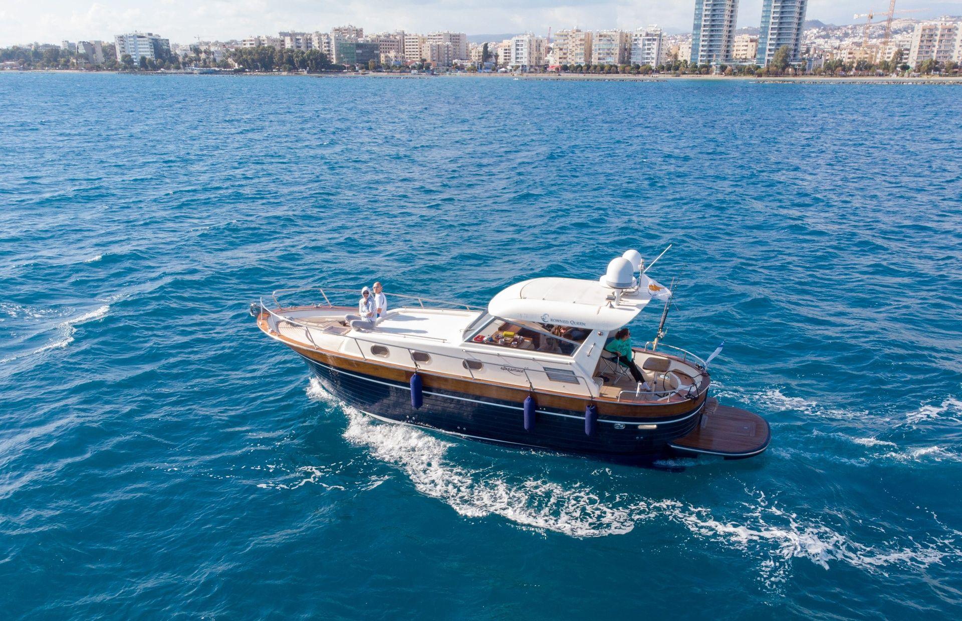 https://media.insailing.com/boat/sea-dinner/image_1572272119136.jpg