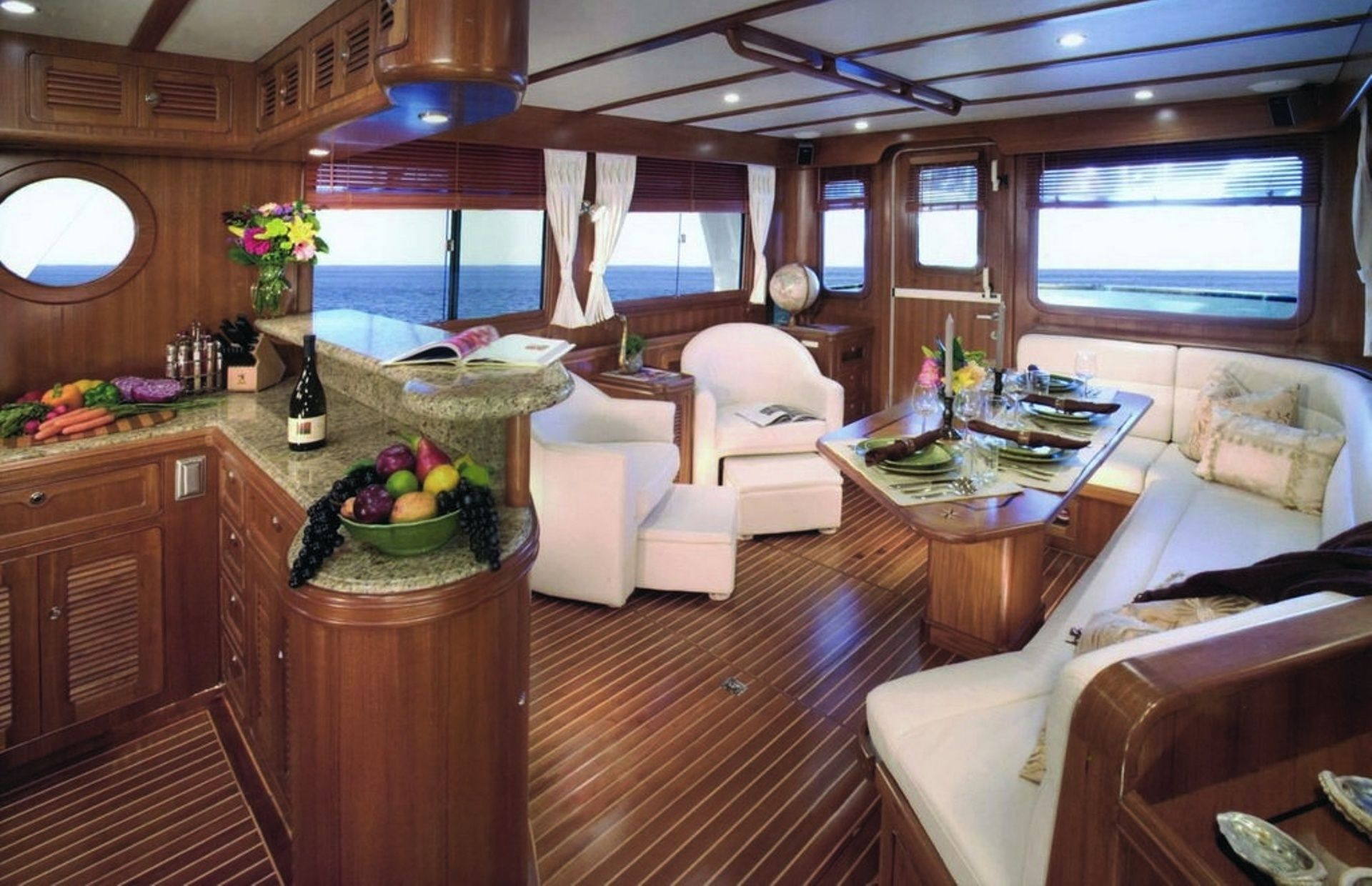 https://media.insailing.com/boat/selene-trawler/image_1594130345267.jpg