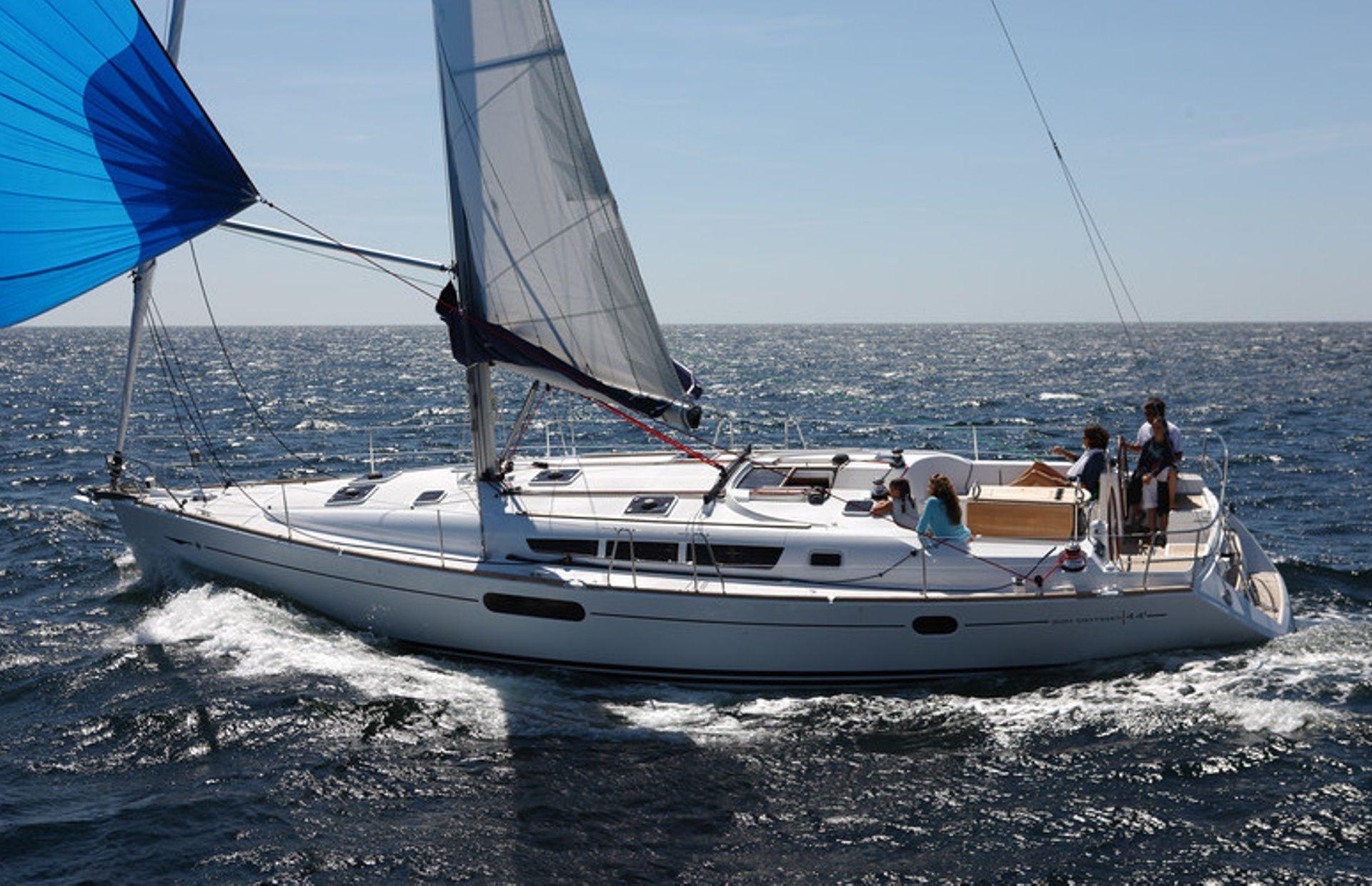 https://media.insailing.com/boat/sun-odyssey-44/image_1573726273380.jpg