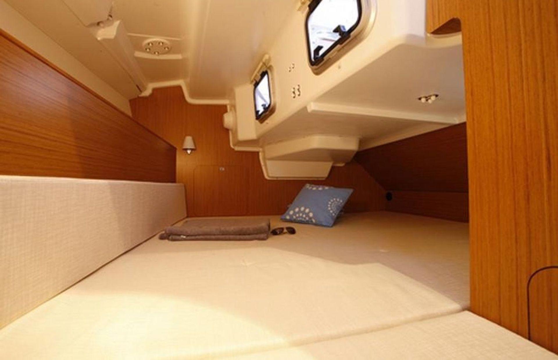 https://media.insailing.com/boat/sun-odyssey-451/image_1569703951336.jpg