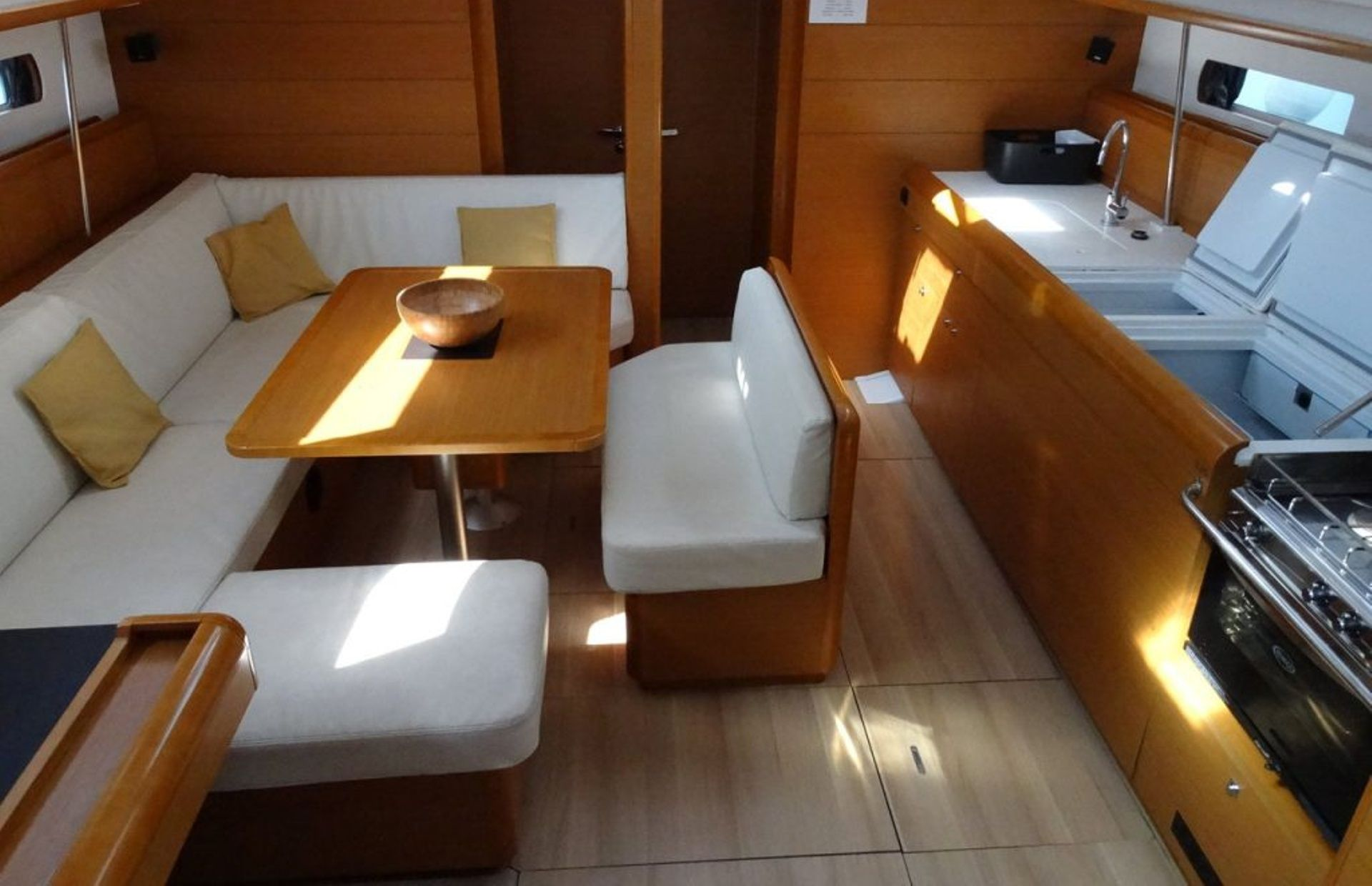 https://media.insailing.com/boat/sun-odyssey-469/image_1572450791867.jpg