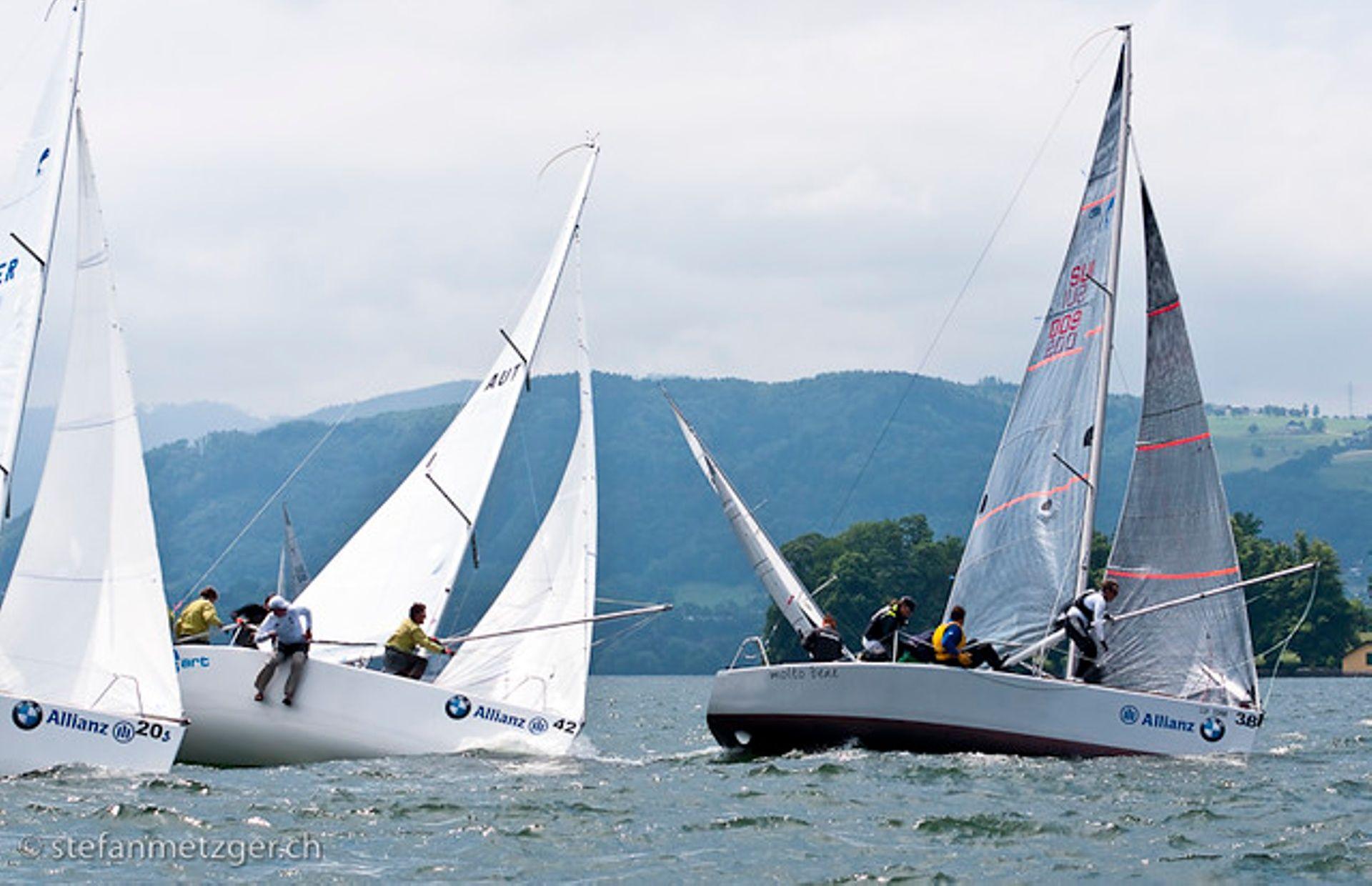 https://media.insailing.com/boat/superpro/image_1563298474534.jpg