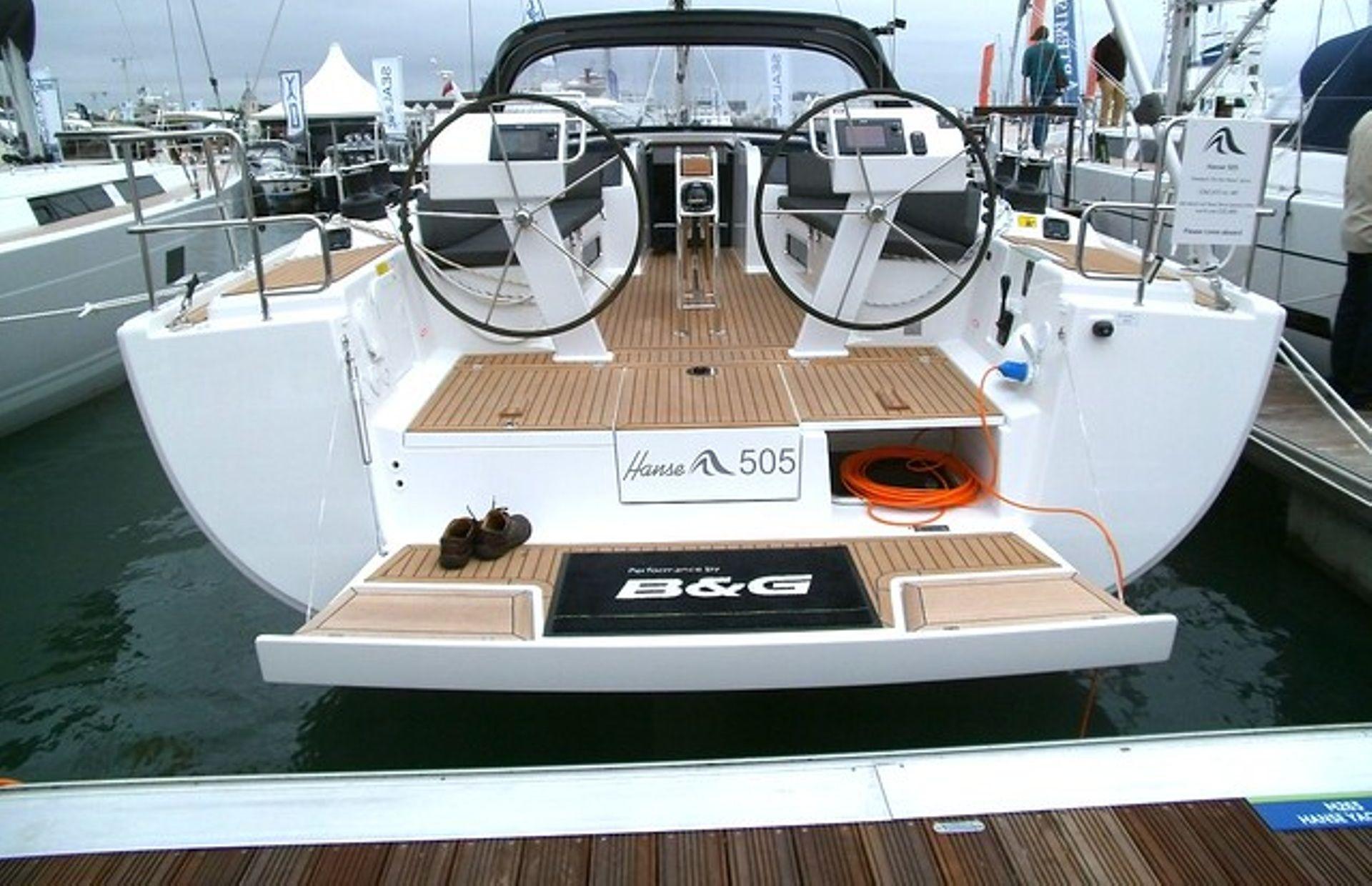 https://media.insailing.com/boat/svetlana/image_1562753267659.jpg