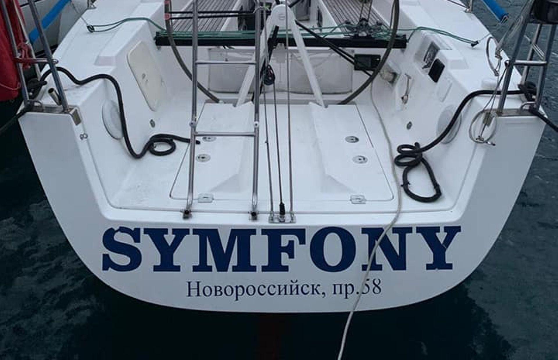 https://media.insailing.com/boat/symfony/image_1571032189939.jpg