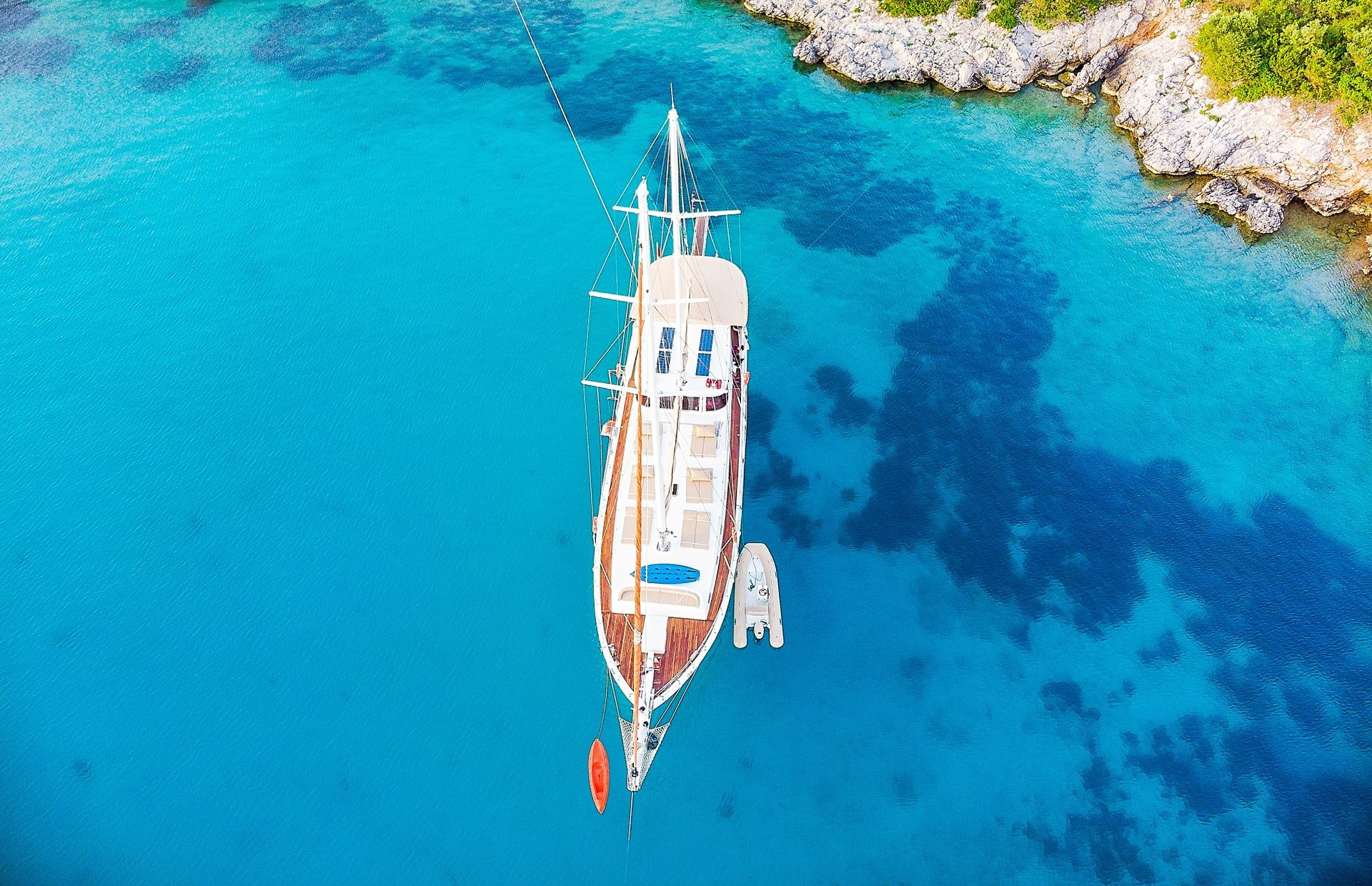 https://media.insailing.com/boat/tranquility/image_1570085688057.jpg