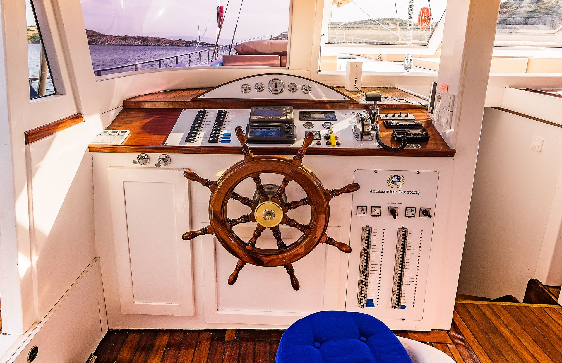 https://media.insailing.com/boat/tranquility/image_1570085688070.jpg