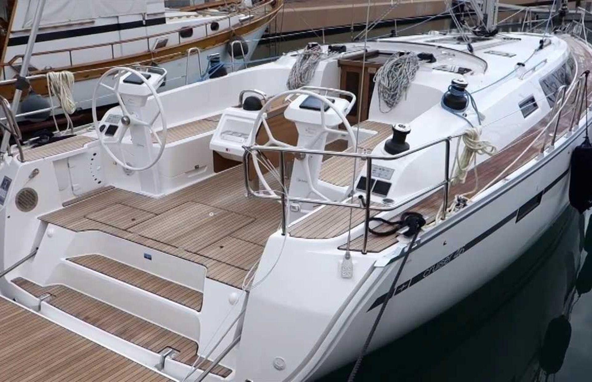 https://media.insailing.com/boat/uhuru/image_1582274732796.jpg