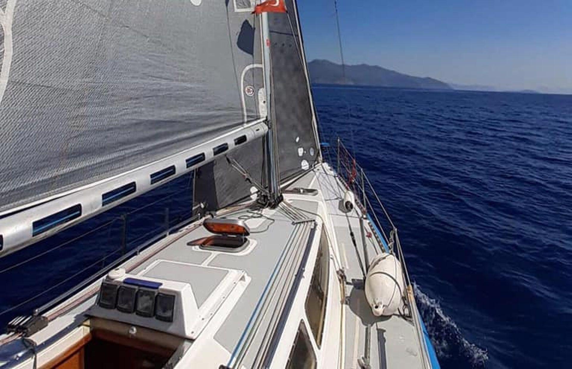 https://media.insailing.com/boat/valeria/image_1583496701406.jpg