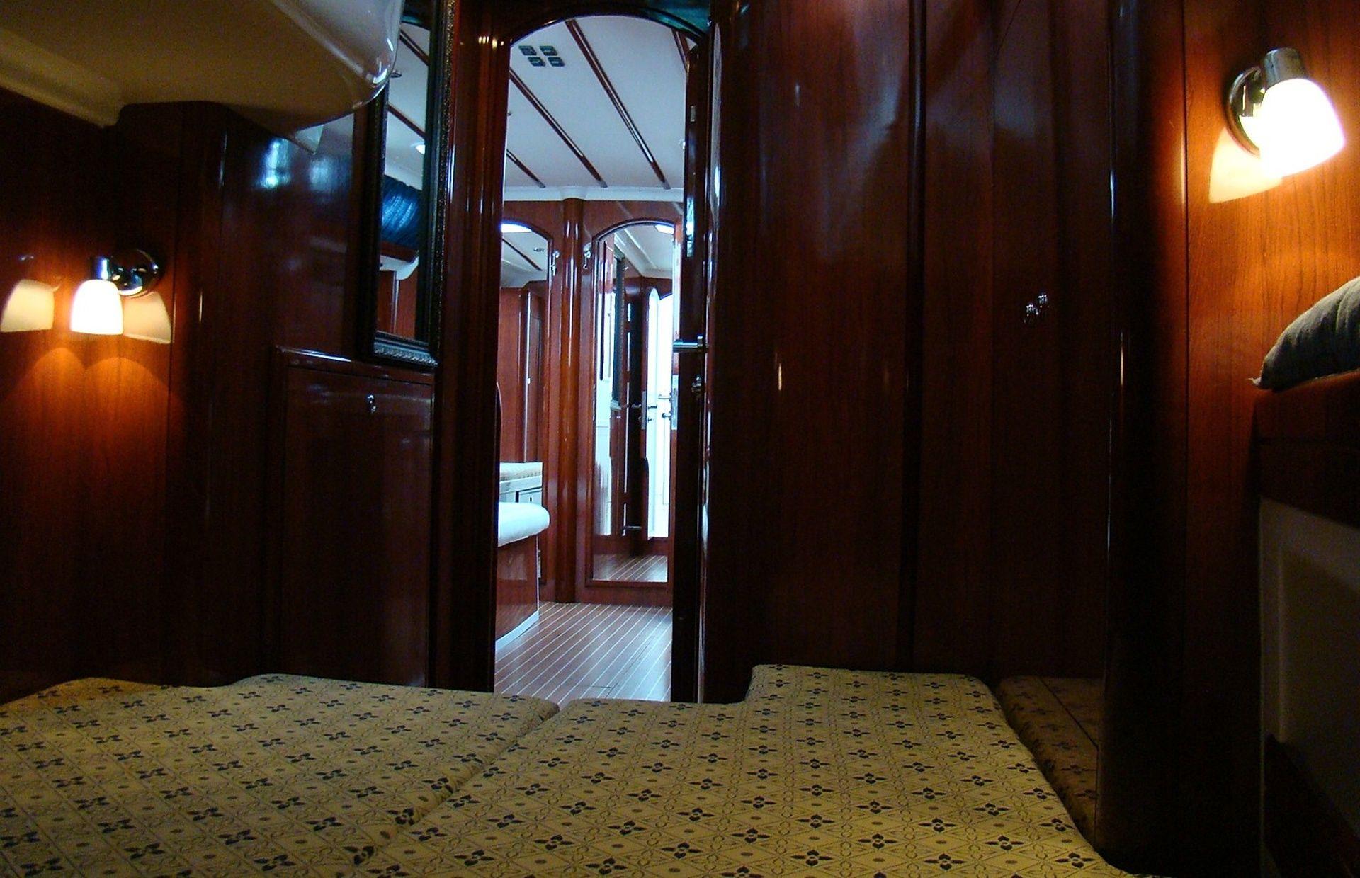 https://media.insailing.com/boat/yahta-anastasiya/image_1580888435465.jpg
