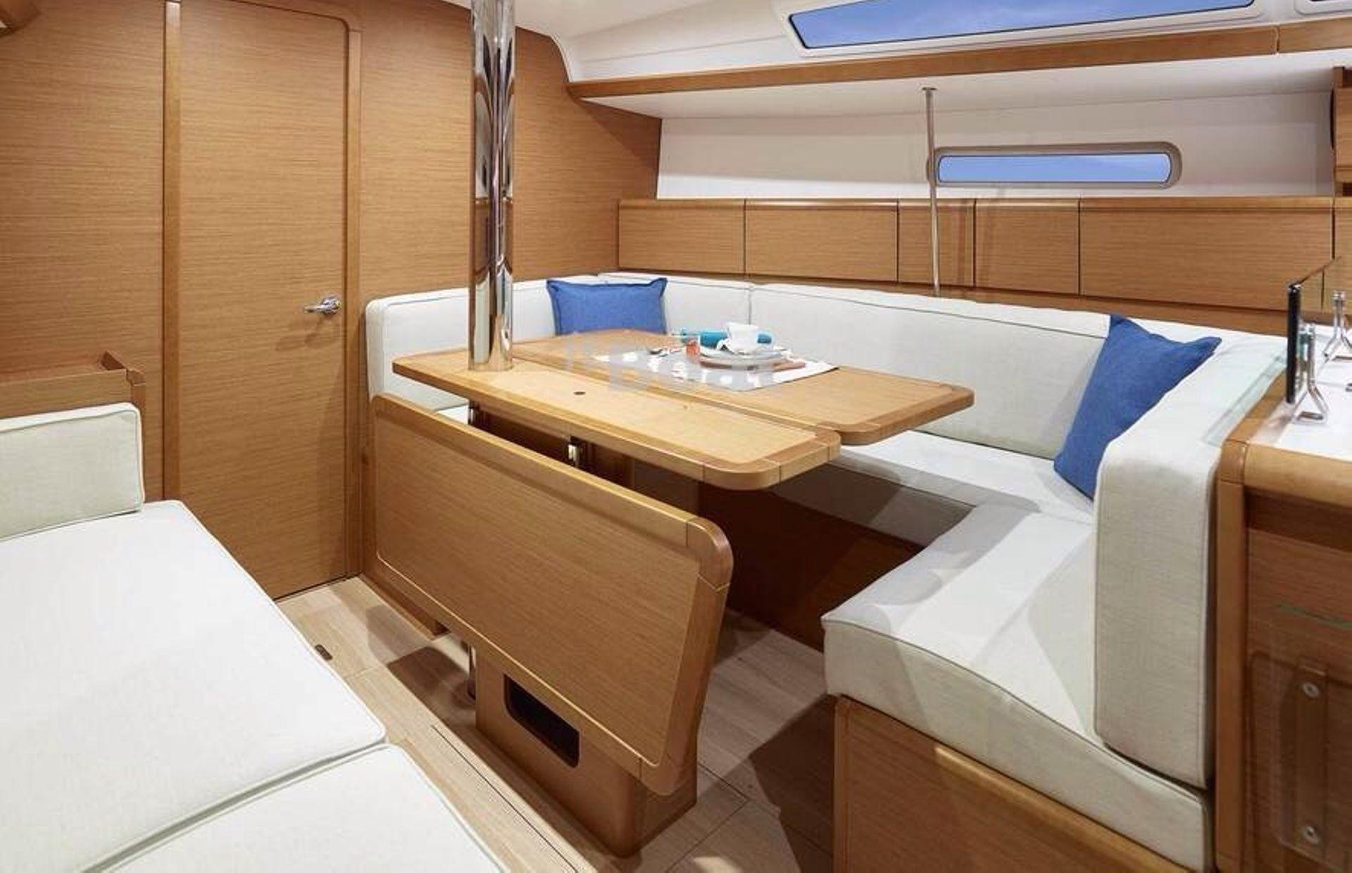 https://media.insailing.com/boat/yahta-argo/image_1580889909646.jpg