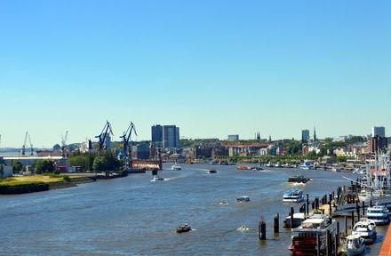 https://media.insailing.com/event/blankenese-sailing-trip-from-hamburg/image_1582636288275.jpg