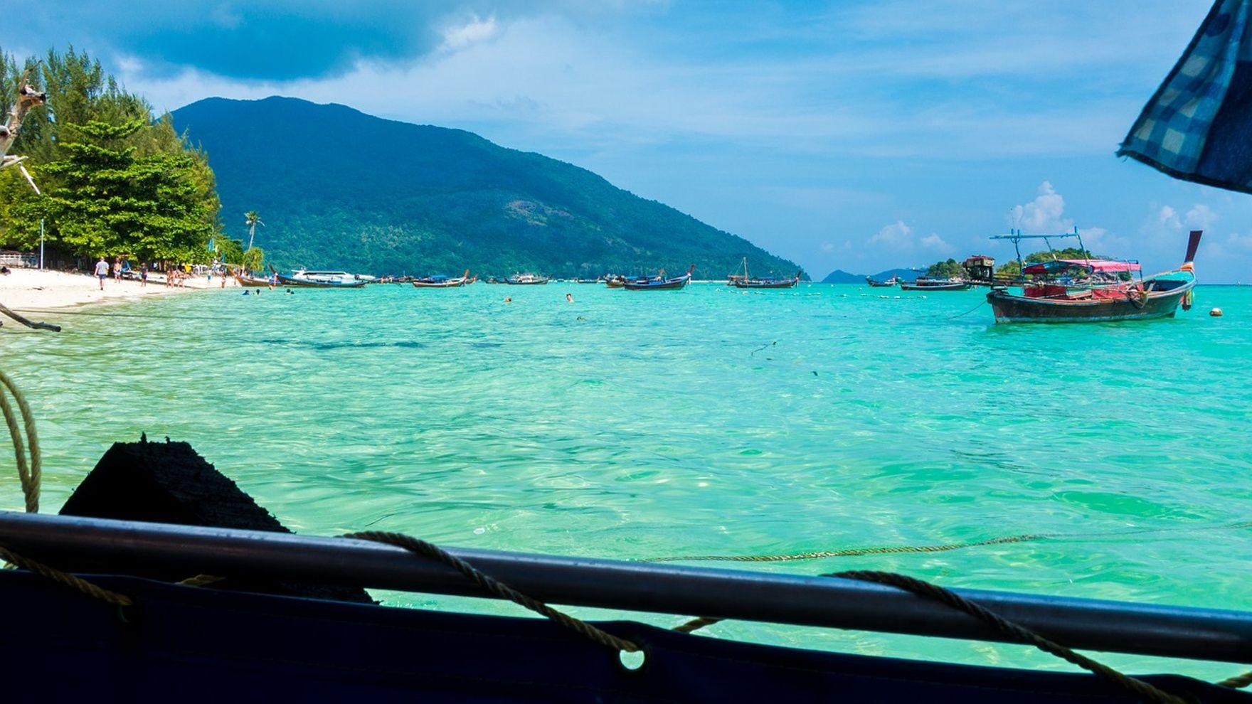 Two-week island cruise in Thailand