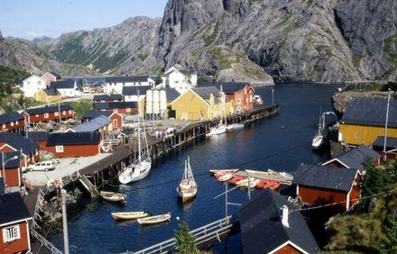 https://media.insailing.com/event/kruiz-po-lofotenskim-ostrovam-norvegii-2/image_1573150302559.jpg