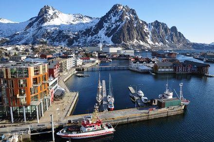 https://media.insailing.com/event/kruiz-po-lofotenskim-ostrovam-norvegii-2/image_1573150302560.jpg