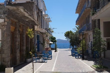 https://media.insailing.com/event/priklyucheniya-v-grecii/image_1615801569747.jpg