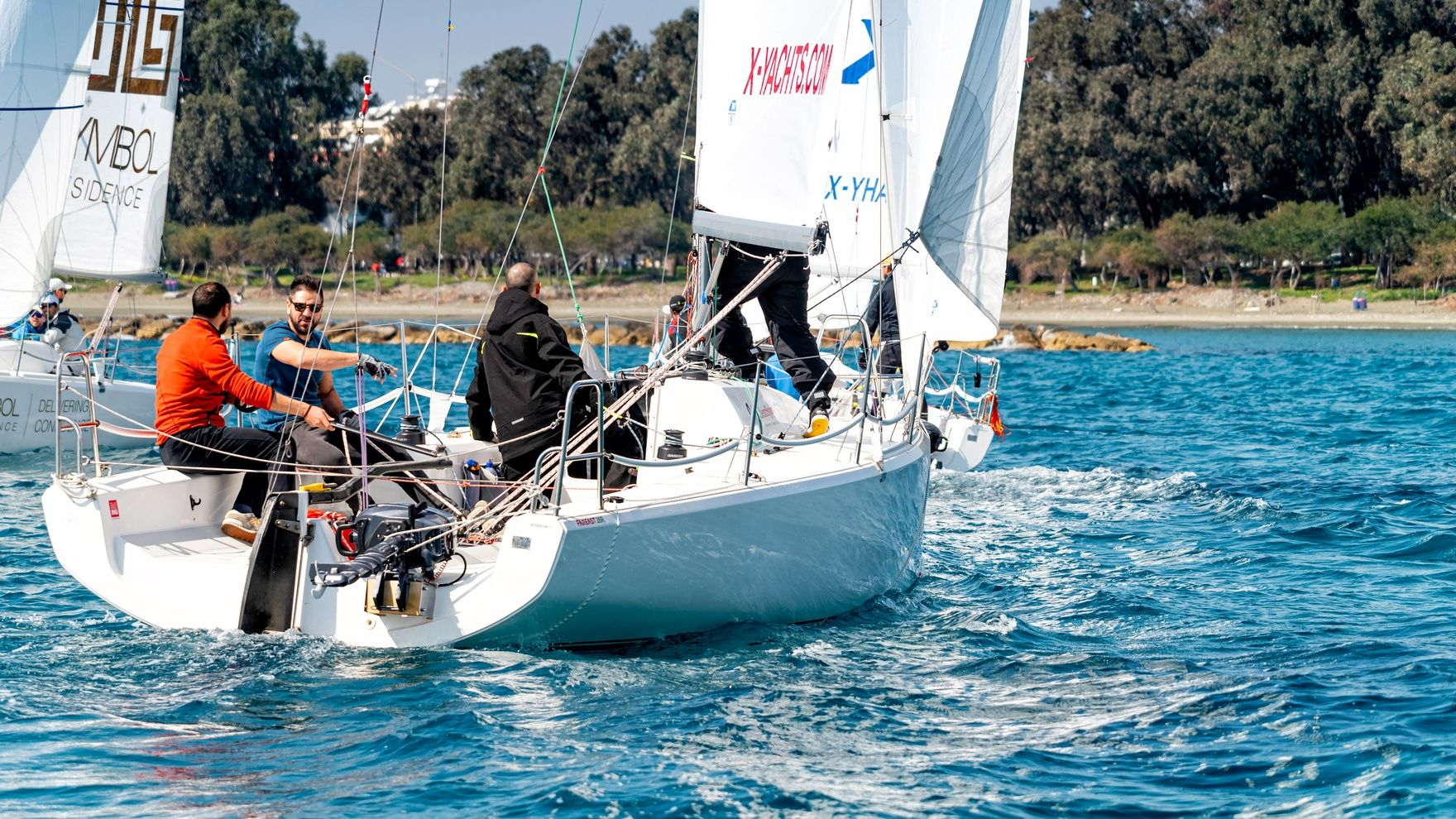 Sailing session on FAREAST 28R