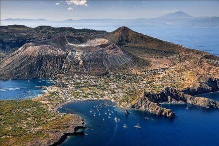 https://media.insailing.com/event/siciliya-liparskie-ostrova-malta-v-iyune/image_1581365892943.jpg