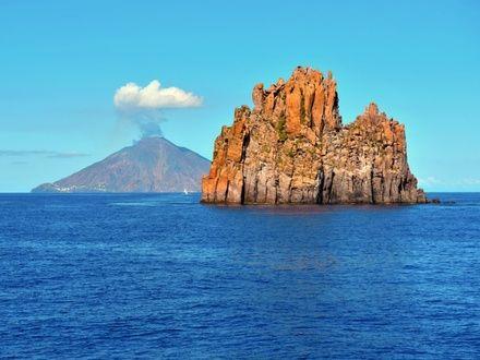 https://media.insailing.com/event/siciliya-liparskie-ostrova-malta-v-iyune/image_1581365892944.jpg