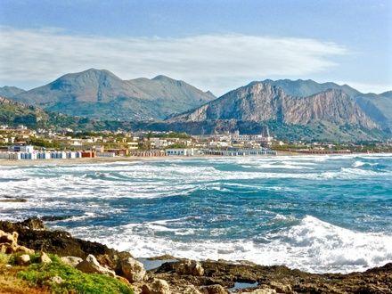https://media.insailing.com/event/siciliya-liparskie-ostrova-malta-v-iyune/image_1581961031730.jpg