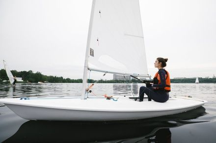 https://media.insailing.com/event/training-sessions-on-luch-yachts-in-st-petersburg/image_1599461357680.jpg
