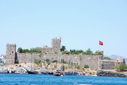 https://media.insailing.com/event/turecko-grecheskiy-voyazh-bodrum----mikonos----fethie/image_1574149753865.jpg