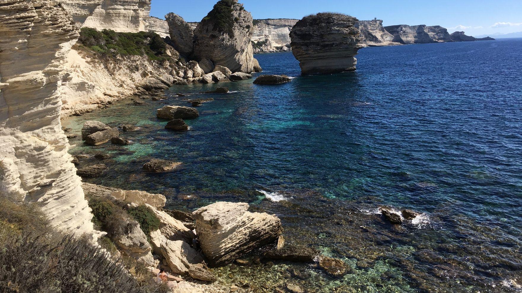 Mile building: Saint Tropez— Malta